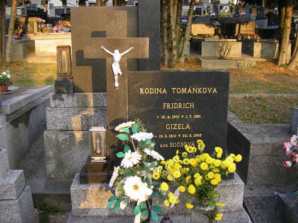 Gizela Tománková r. Soósová s manželom v Trenčíne