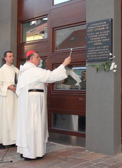 Pamätná tabuľa na kresťanskom kultúrnom centre Veritas v Košiciach